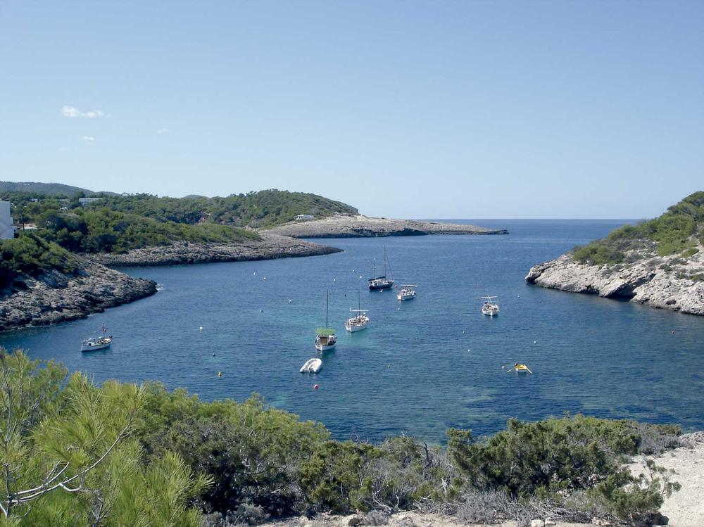 Municipi de Sant Joan de Labritja. Es Portitxol de Portinatx, recer mariner protegit per l´illa de sa Guardiola. Foto: EEiF.