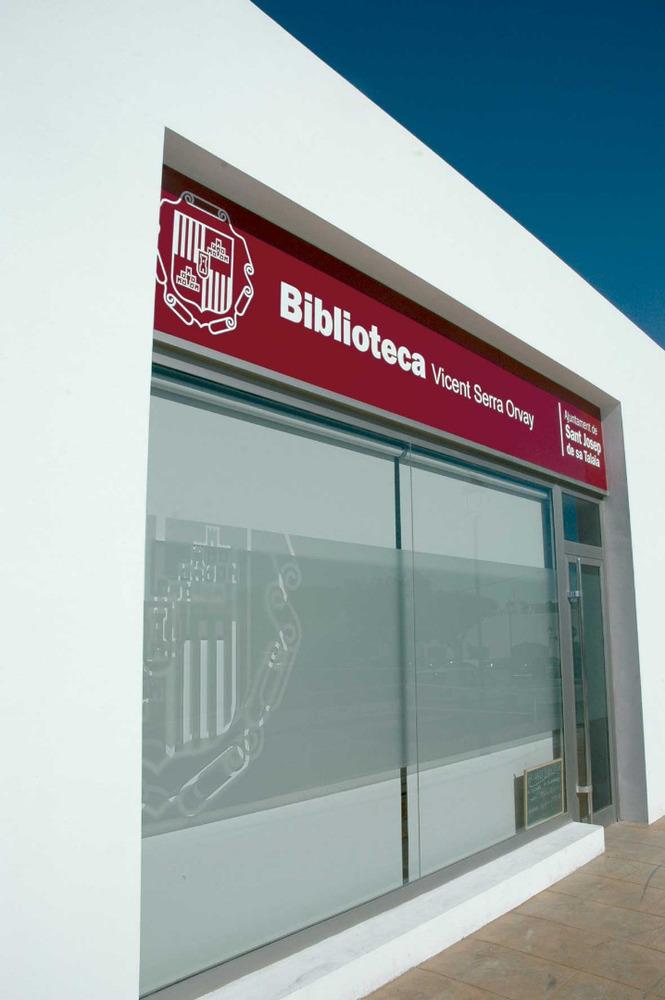 Sant Jordi de ses Salines. Biblioteca municipal, oberta al públic l´any 2011. Foto: Chus Adamuz.