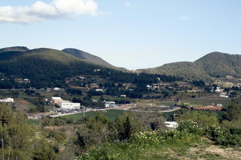 Sant Josep de sa Talaia. El pla de s´Arenest amb el col·legi l´Urgell i el Camp Municipal d´Esports. Foto: EEiF.