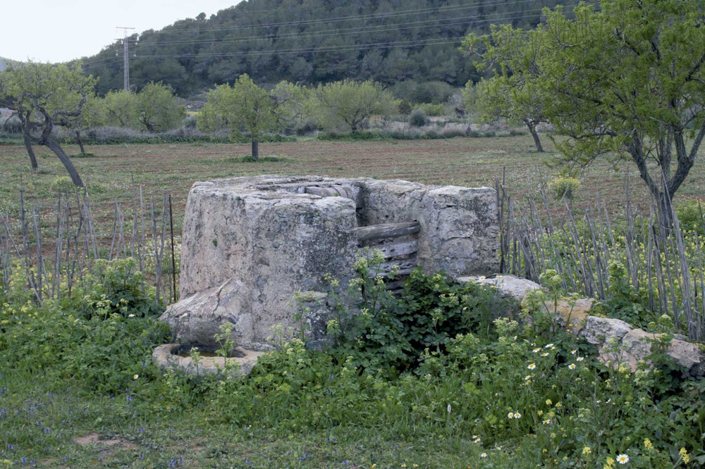 Sant Josep de sa Talaia. El pou d´en Benet, a la vénda de Cas Serres. Foto: EEiF.