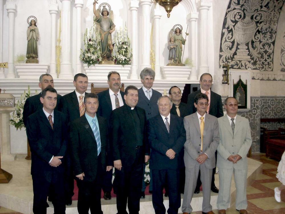 Sant Miquel de Balansat. Els obrers de la parròquia amb el rector Vicent Ribas, el 2008. Foto: EEiF.