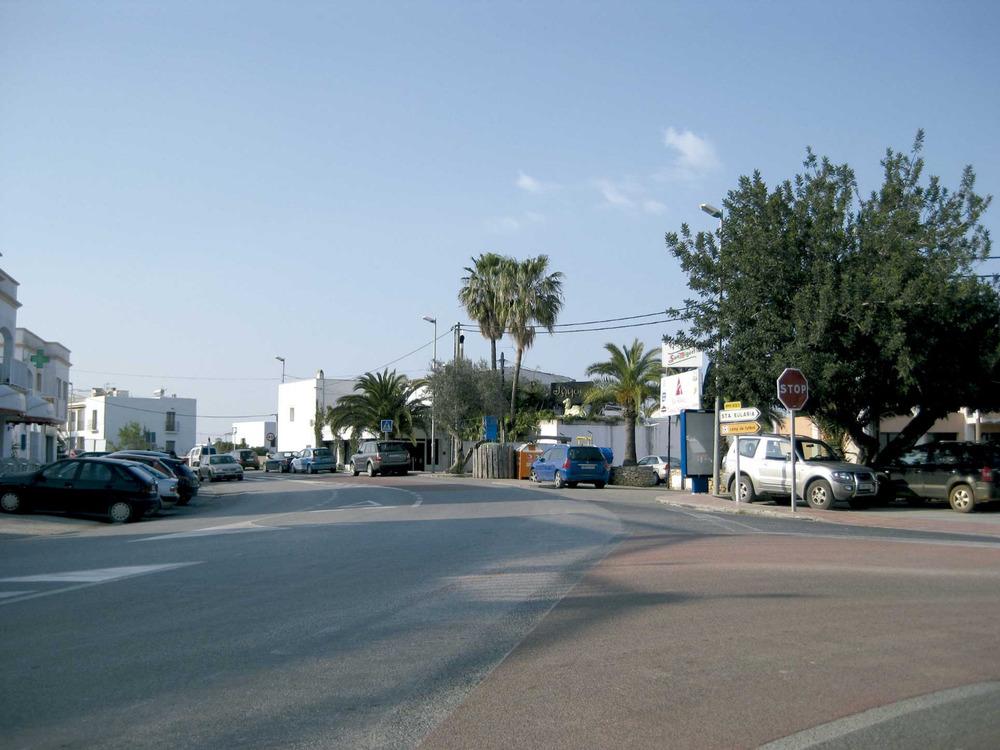 Sant Rafel de sa Creu: cruïlla de camins al centre urbà del poble. Foto: Vicent Marí Costa.
