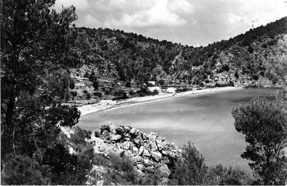 Sant Vicent de sa Cala. El port de sa Cala els anys cinquanta del s. XX. Foto Viñets.
