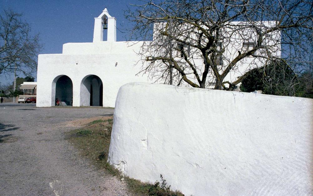Santa Agnès de Corona. L´església fou construïda a partir de la creació de la parròquia, l´any 1785. Foto: Josep Buil Mayral.