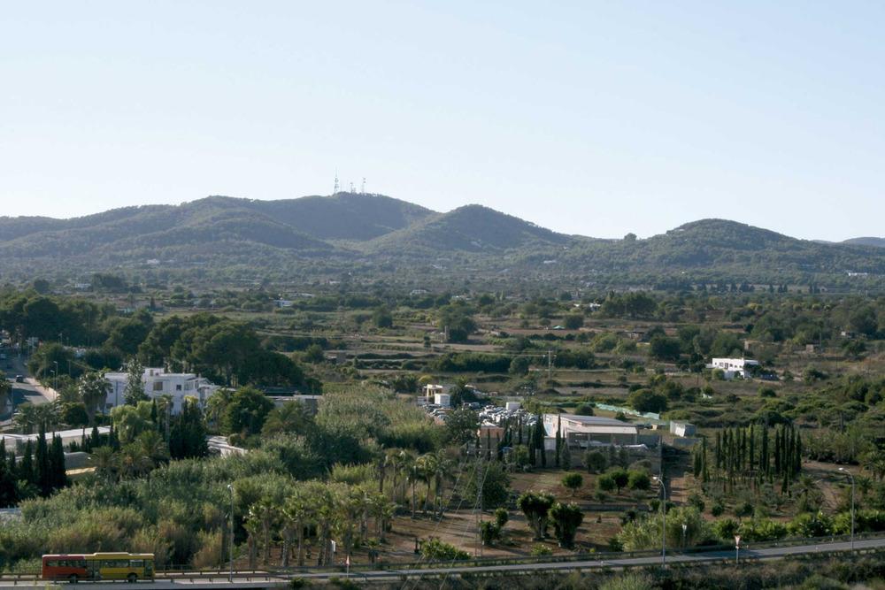 Municipi de Santa Eulària des Riu. Sa Talaia de Sant Llorenç, que fa de partió amb el municipi de Sant Joan de Labritja. Foto: EEiF.