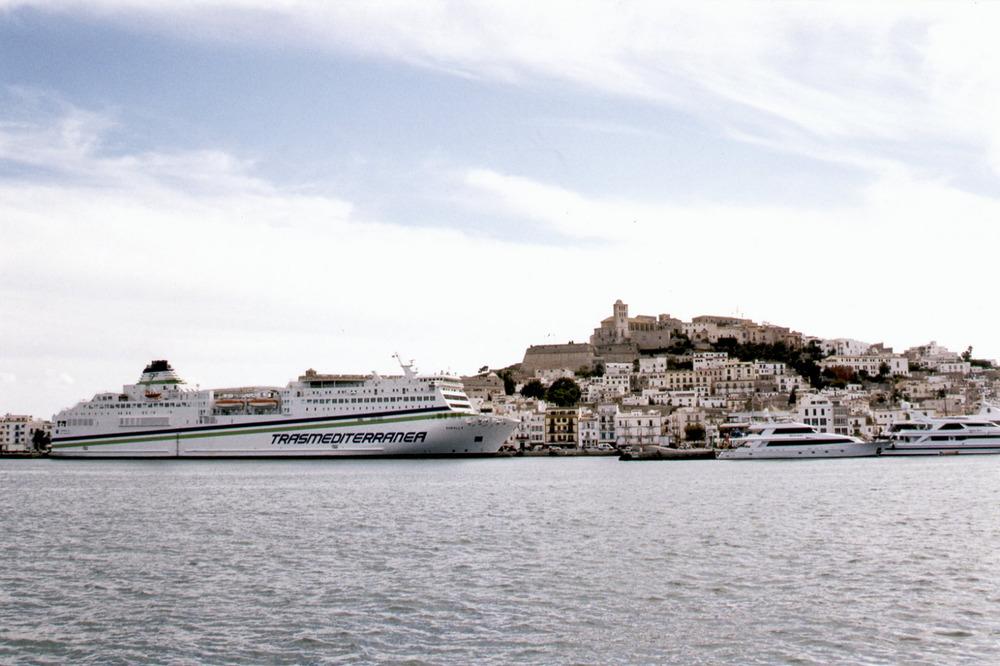 El vaixell <em>Sorolla</em>, de la companyia Trasmediterránea. Foto: Josep Torres.