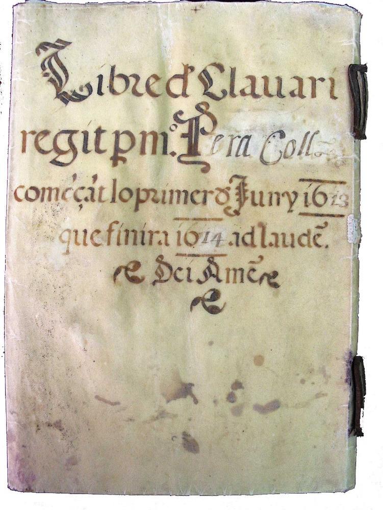 Portada del <em>Llibre del clavari</em>, que recull les obligacions d´aquest c&agrave;rrec de la Universitat d´Eivissa. Cortesia de l´Arxiu Hist&ograve;ric Municipal d´Eivissa.