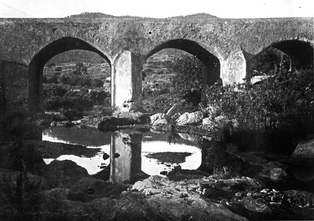 El riu de Santa Eulària encara portava aigua contínuament la dècada dels anys cinquanta. Extret d´<em>Eivissa Antiga - </em>Grup IF.