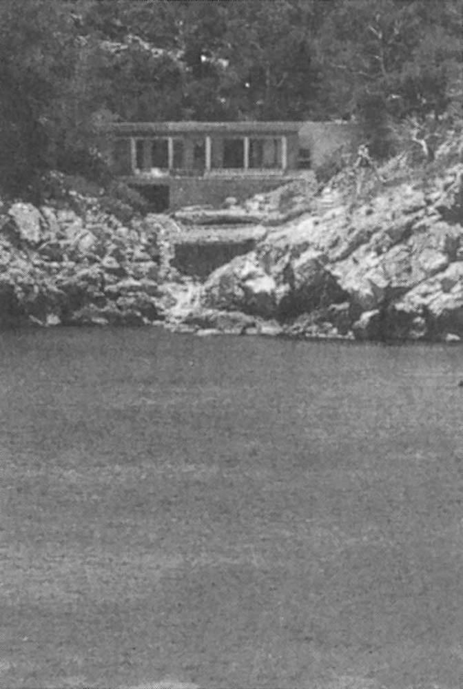Arquitectura. Habitatge unifamiliar al port de Sant Miquel, prop des Pas de s´Illa (1985). Arquitectes: Luís Gascón i Cristian Cirici. Extret d´<em>Arquitectura en Eivissa 1980-1985</em>.