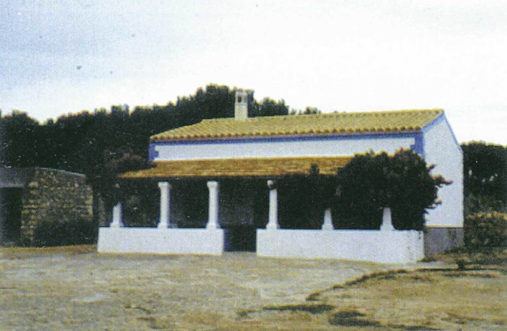 Arquitectura. Exemple del nou tipus de casa rural a Formentera, implantat a l´illa pels emigrants que tornen a la darreria del s. XIX. Foto: Ferran Marí Serra / Salvador Roig Planells.