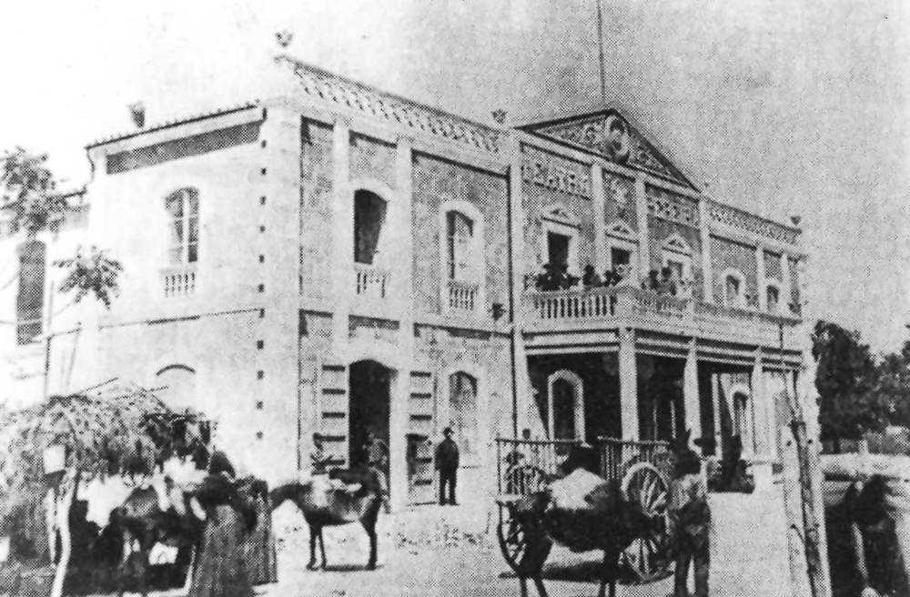 Arquitectura. El teatre Pereira, inaugurat l´any 1898. Foto: Narc&iacute;s Puget<em> / Semblances piti&uuml;ses</em>.