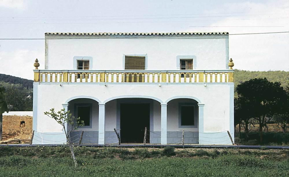 Arquitectura. La influència de l´ornamentació d´estil colonial en les cases pageses. Foto: Ferran Marí Serra / Salvador Roig Planells.