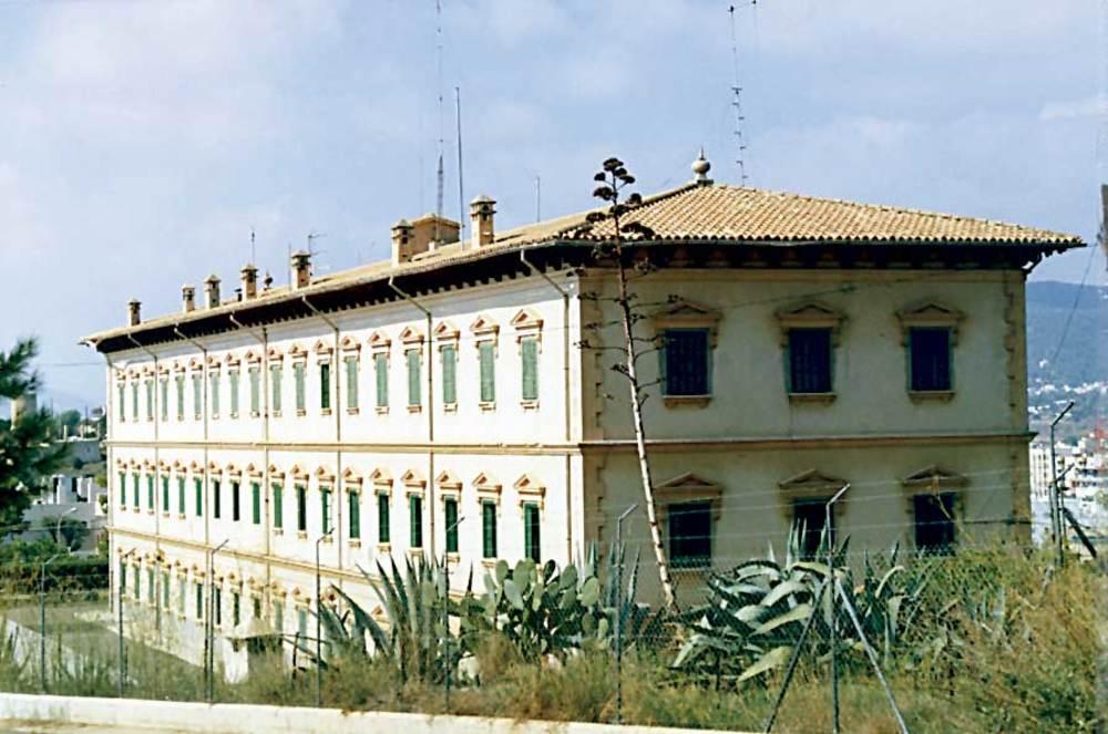 Arquitectura. Edifici de la Comandància Militar, de tendència historicista. Foto: Ferran Marí Serra / Salvador Roig Planells.
