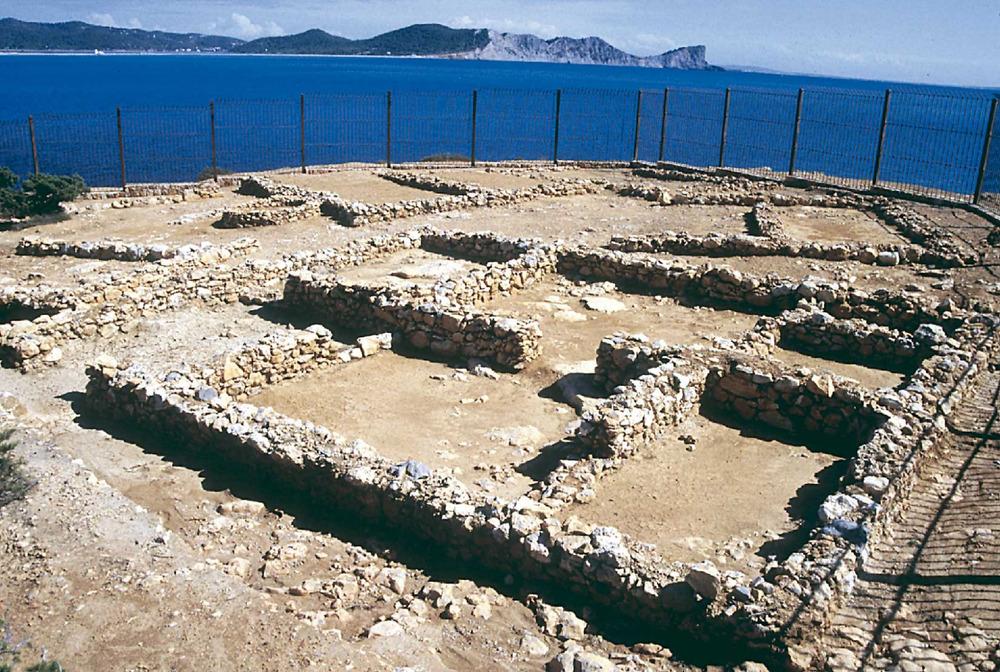 Arquitectura. Sa Caleta. Vista parcial del barri S. Segona meitat del s. VII aC. Foto: Joan Ramon Tores.