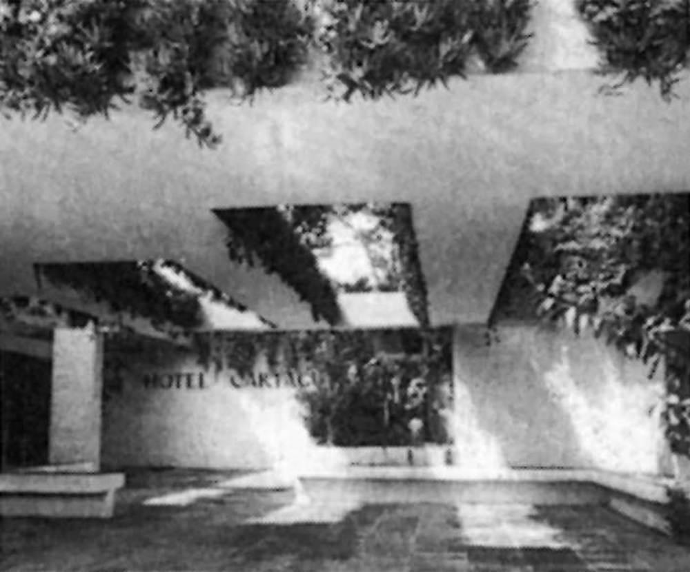 Arquitectura. Elements innovadors en l´obra de Raimon Torres, com p&egrave;rgoles i patis: hotel Cartago (1969). Extret d´<em>Arquitecturas en Ibiza</em>.