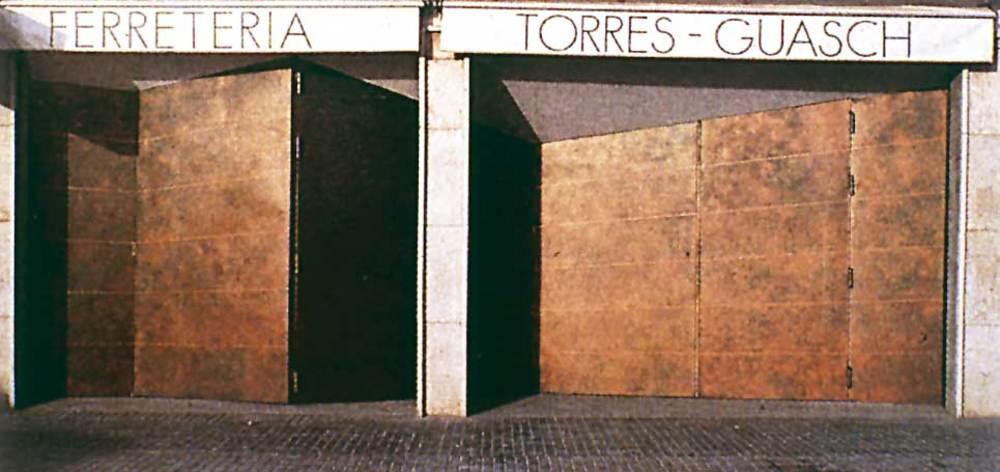 Arquitectura. Portes de la ferreteria Torres Guasch. Foto: Elies Torres.