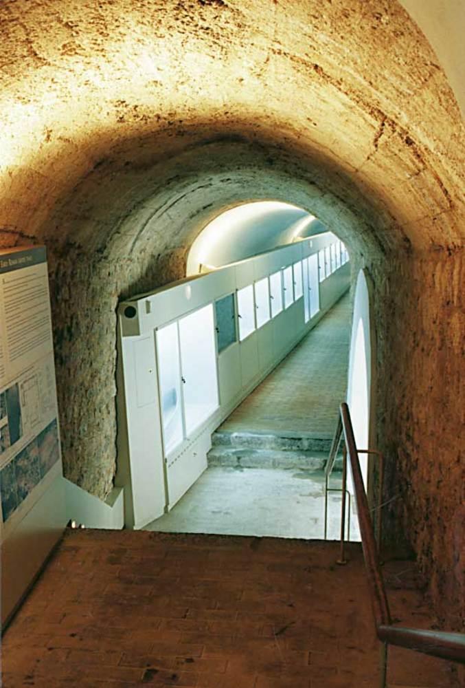 Arquitectura. Restauració del Museu Arqueològic (1994), de S. Ropig i X. Pallejà. Foto: Ferran Marí Serra / Salvador Roig Planells.