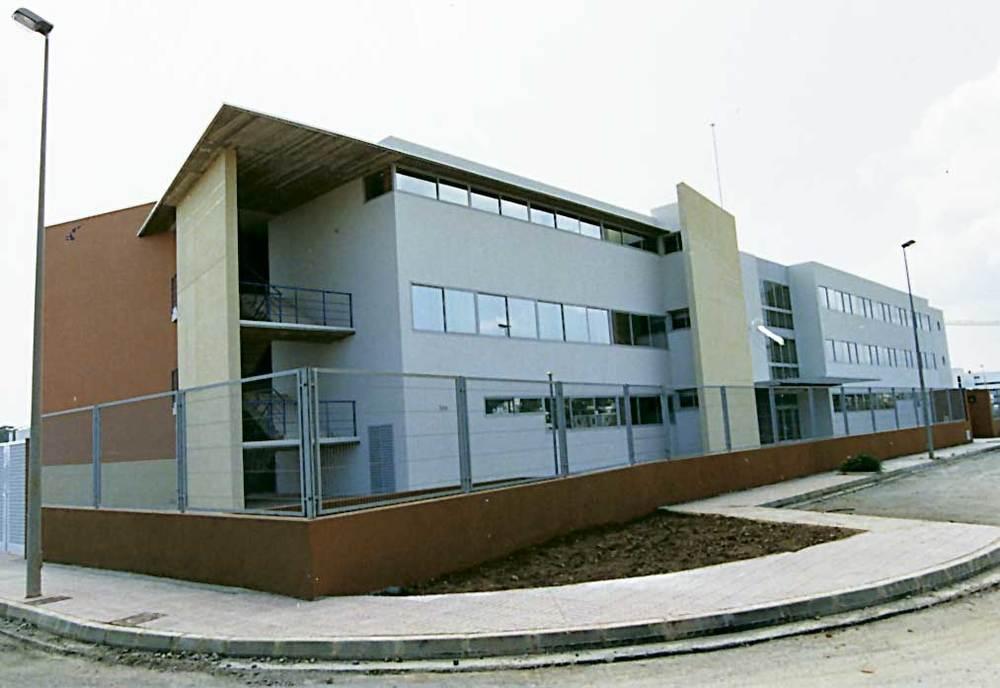 Arquitectura. Institut Xarc de Santa Eulària (1982), de Rogelio Ibáñez. Foto: extret de <em>D´A</em> 9.