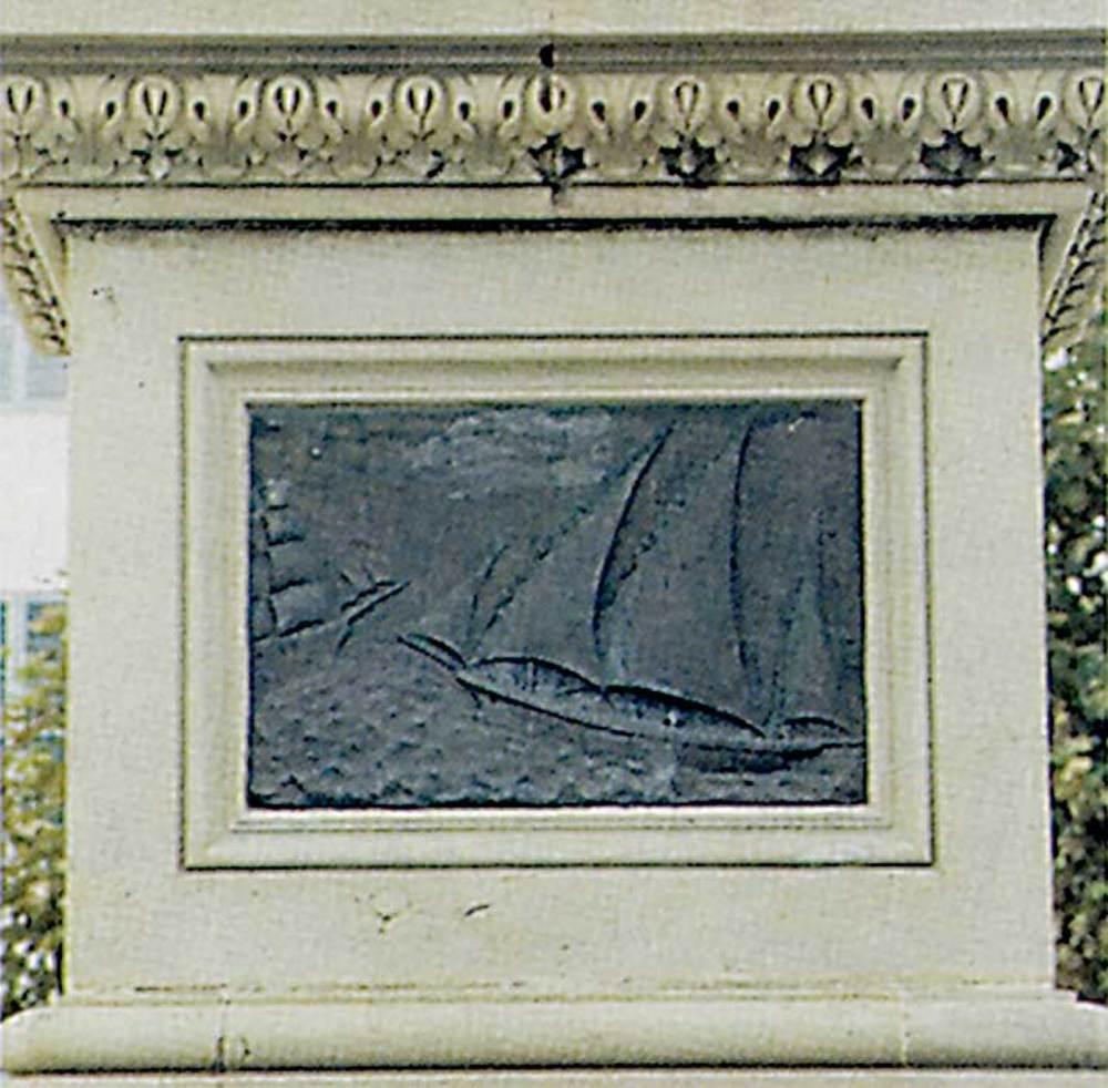Cors. Un dels quatre plafons de bronze del monument als Corsaris erigit l´any 1913. Foto: Antoni Ferrer Abárzuza.
