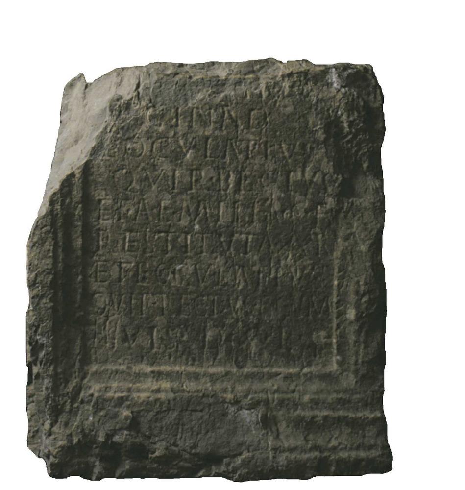 Epigrafia. Làpida romana de la fornícula dreta del portal de les Taules. Foto: cortesia del Museu Arqueològic d´Eivissa i Formentera.