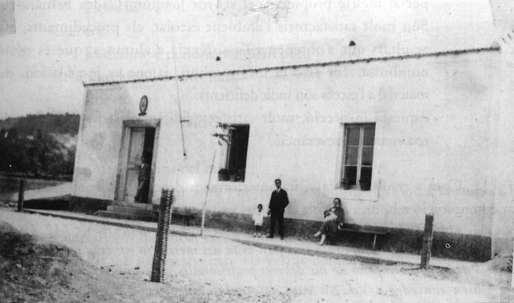 Façana de l´escola de Sant Carles, construïda el 1925 per la Mutualitat Escolar Minerva. Foto: extret de <em>Joaquim Gadea Fernández, la vida d´un mestre</em>.