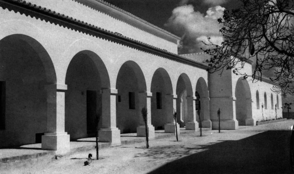 En aquestos portals de l´Ajuntament d´Eivissa s´ubicava la preparatòria d´al·lots de l´Institut. Foto: Viñets / Arxiu Històric Municipal d´Eivissa.