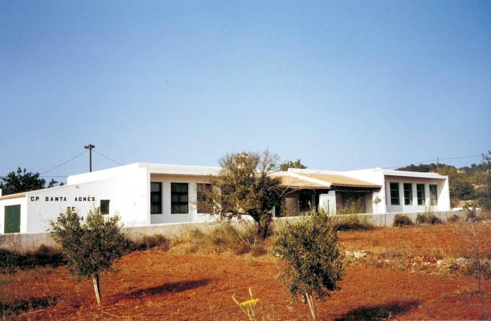 El col·legi públic de Santa Agnès, edifici construït l´any 1946. Foto: Neus Garcia Ferrer.