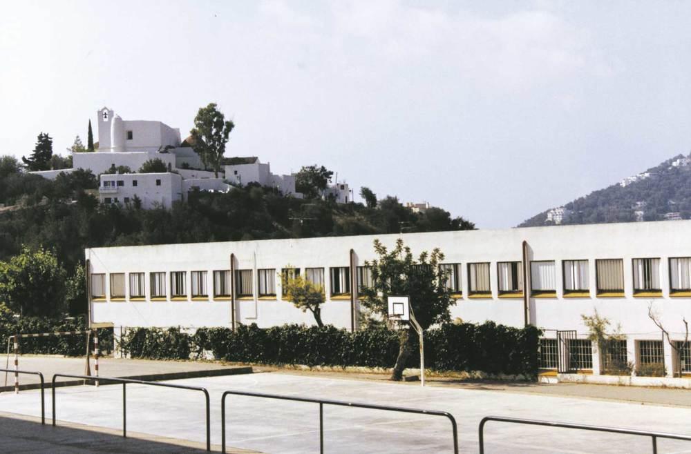 L´escola de Sant Ciriac, de Santa Eulària, inaugurada el 1970. Foto: Neus Garcia Ferrer.