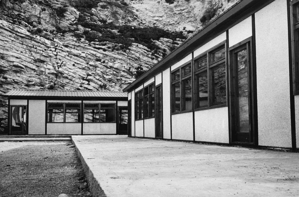 Les antigues aules provisionals que funcionaren com a escola fins al 1992. Foto: Josep Buil Mayral.