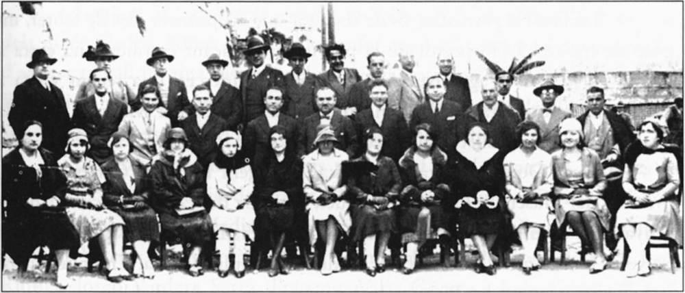 Una reunió de l´inspector Joan Capó amb els mestres eivissencs. Foto: extret de <em>Joaquim Gadea Fernández, la vida d´un mestre</em>.