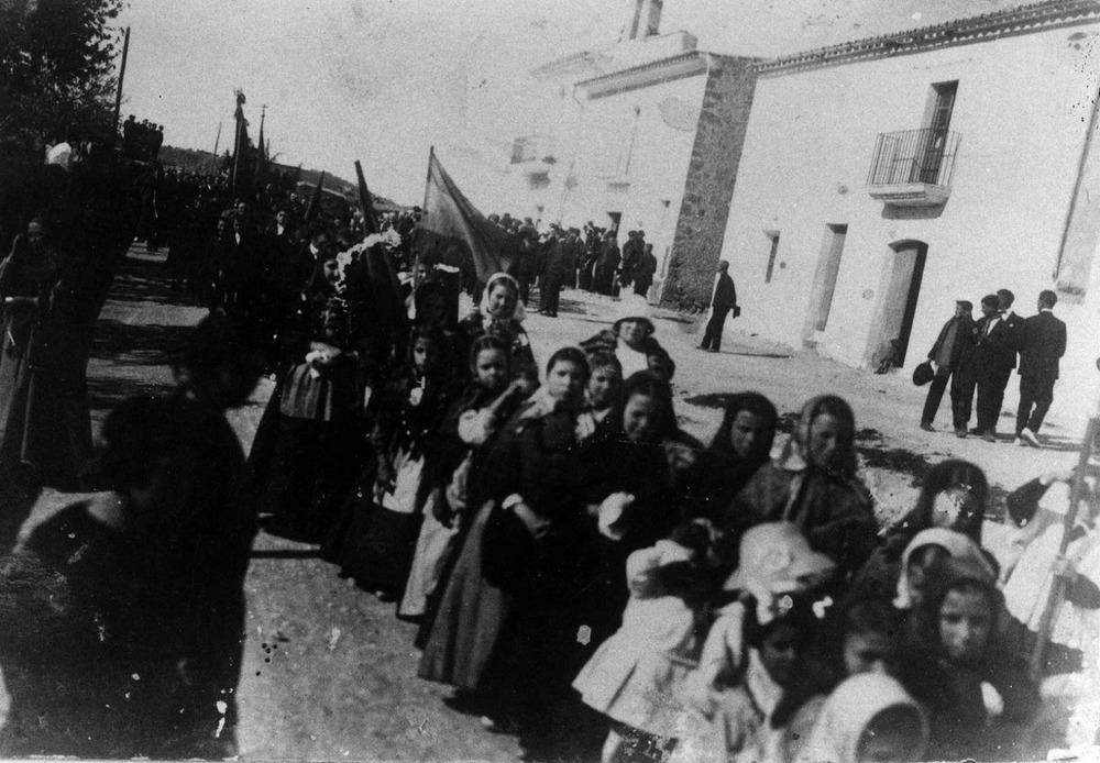 Geografia. Una processó al poble de Sant Josep de sa Talaia, devers 1920.