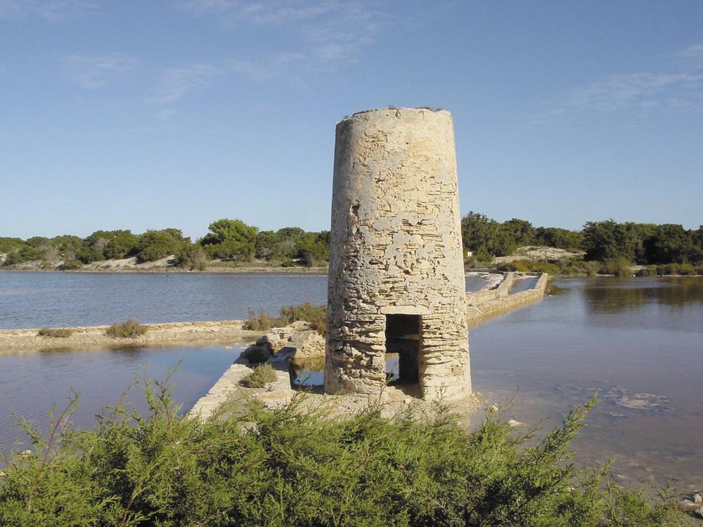 El molí d´en Ferrer, a Formentera, utilitzat per al transvassament d´aigua als estanys saliners. Foto: Joan Josep Serra Rodríguez.