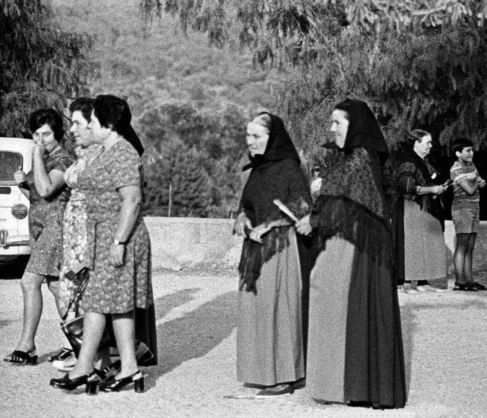"""Quan les pageses es vestien de curt, popularment es deia que anaven """"de balandra"""". Foto: arxiu de Lena Mateu Prats."""