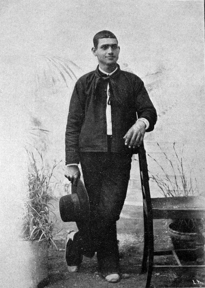 Vestit masculí de camisola o xamarreta, en una imatge del canvi de s. XIX al XX. Foto: Víctor Navarro.