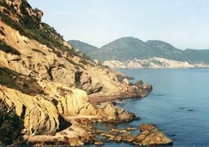 L´arenal de s´Albadar, just davant l´illot de s´Ora, a les costes de Sant Carles de Peralta. Foto: Enric Ribes i Marí.