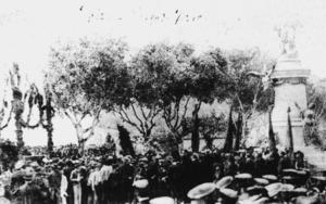 Durant la primera visita a les Pitiüses d´Alfons XIII, el rei inaugurà el monument al general Vara de Rey. Era el 25 d´abril de 1904. Foto: <em>Semblances Pitiüses</em>.