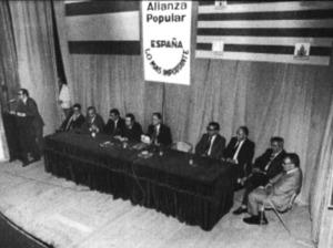 Un míting d´Aliança Popular, el 23 de maig de 1977, amb la presència, entre d´altres, de Manuel Fraga Iribarne i Abel Matutes Juan. Foto: Josep Buil Mayral / <em>Diario de Ibiza</em>.
