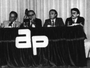 Un acte electoral d´Aliança Popular, el 21 de setembre de 1982. Cosme Vidal, Abel Matutes, Enric Ramon i Enric Fajarnés, a la presidència de l´acte. Foto: Josep Buil Mayral / <em>Diario de Ibiza</em>.