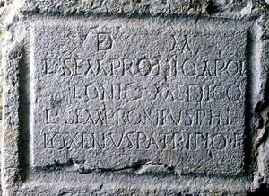 Làpida on apareix el nom d´Apol·loni.