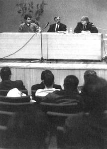 Conferència de J. M. Valiente organitzada a Eivissa per l´Associació de Construcció i Derivats de la Construcció, el desembre de 1993. Foto: Joan A. Riera / <em>Diario de Ibiza</em>.