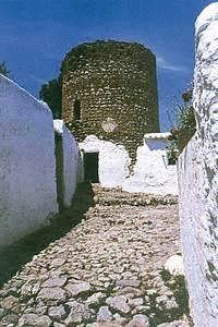 La torre d´Atzaró. Foto: <em>Torres y piratas en las islas Pitiusas</em>.