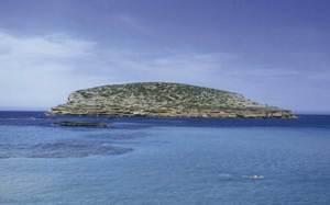 L´illa des Bosc, just davant les platges de Comte. Foto: Enric Ribes i Marí.