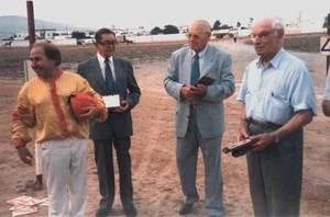 Vicent Bufí Tur, segon per la dreta, en un acte d´homenatge.