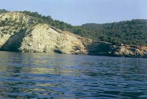 La punta de sa Calç, a la dreta de la imatge. Foto: Enric Ribes i Marí.