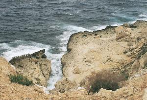 A l´esquerra de la fotografia, la punta des Caló Estret. Foto: Enric Ribes i Marí.
