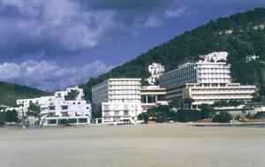 El nucli turístic de Cala Llonga. Foto: Gerard Móra Ferragut.