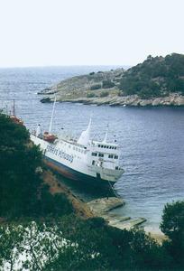 A la costa N de cala Salada, sa Calada d´en Joanet Ramon, que és la punteta de més a la dreta de la imatge. Foto: Enric Ribes i Marí.
