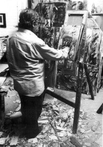 Vicent Calbet Riera pintant al seu estudi.