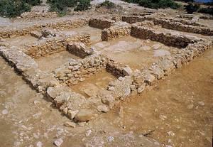 Sa Caleta: una gran unitat arquitectònica amb set estances (VII-XIII) del barri sud (2a meitat del s VII aC.). Foto: Joan Ramon Torres.
