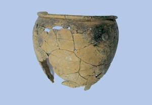 Sa Caleta. Olla feta a mà procedent de l´estança VIII (2a meitat del s. VII aC.). Foto: Joan Ramon Torres.